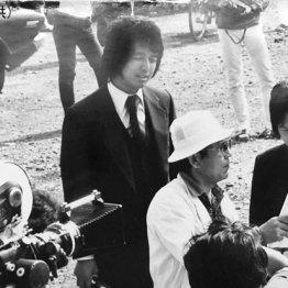 「われら青春!」の撮影で中村雅俊さんと(央)