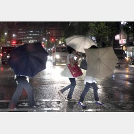 東京では雨が続いた(C)日刊ゲンダイ