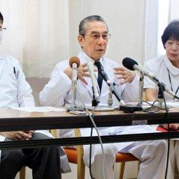 岐阜県の初回立ち入り調査の翌日に会見した折茂理事長(中央)