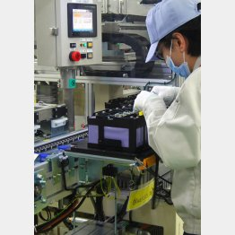 車載用リチウムイオン電池の生産ライン(C)共同通信社