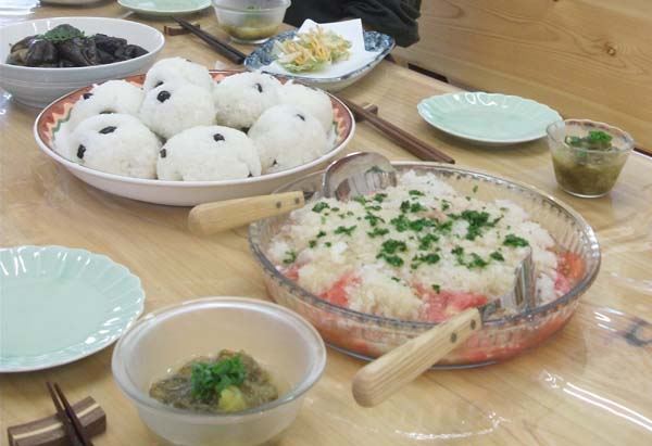 野菜を主とした惣菜が中心(C)日刊ゲンダイ