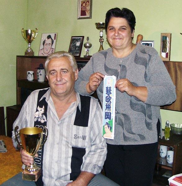 父ステファンさんと母ツェッツァさん(C)共同通信社