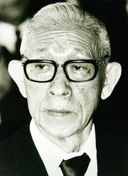ソケット作りから始まった(創業者の松下幸之助氏)/(C)日刊ゲンダイ