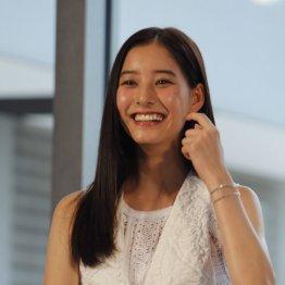 「幸福の科学」の信者であることを明かした新木優子(C)日刊ゲンダイ