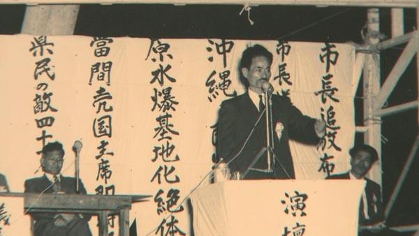 ユーモアと方言を交えた瀬長亀次郎の米軍糾弾に沖縄県民は拍手喝采した(C)TBS