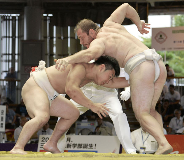 国際色豊かな相撲の世界選手権(C)共同通信社