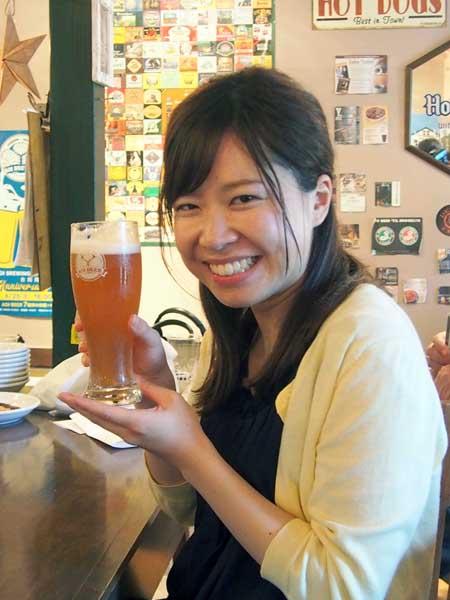 グラスのロゴは葵のご紋(ビアガラージ)/(C)日刊ゲンダイ