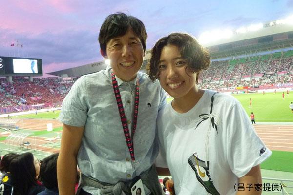 8月26日のC大阪VS鹿島戦を観戦した母・直美さんと姉・楓さん(昌子家提供)