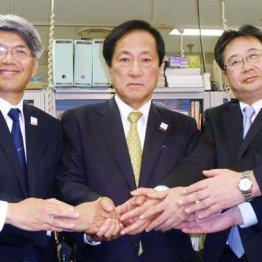 グループで強い(左からみずほ銀・藤原頭取、FG・佐藤社長、信託・飯盛社長)