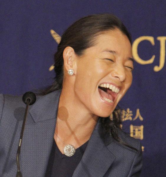 伊達公子は会見で何度も笑顔を見せた(C)日刊ゲンダイ