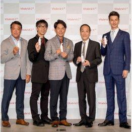 発表会には東国原のほかにも多くの有名人が駆けつけた(提供)株式会社ビタブリッドジャパン