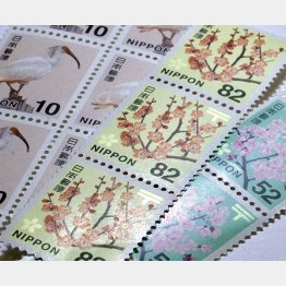 切手は紙幣と同じ金券(C)日刊ゲンダイ