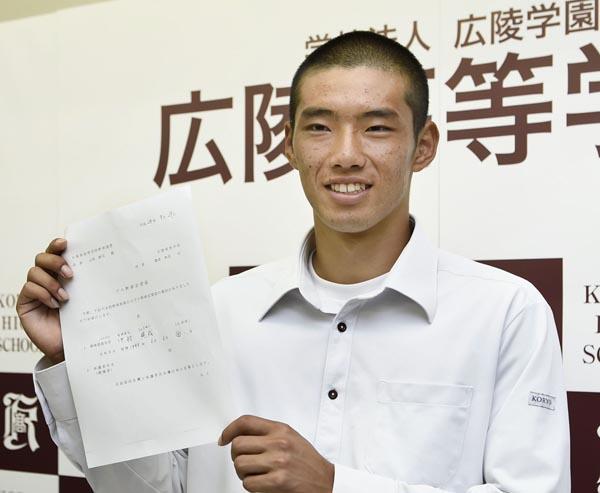 大会記録6本塁打を放った中村はプロ志望届を提出(C)共同通信社