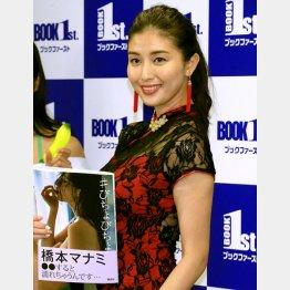 セクシードレスで写真集をアピール(C)日刊ゲンダイ