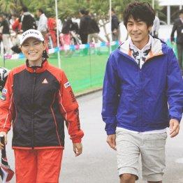 横峯さくら(左)と夫の森川陽太郎氏