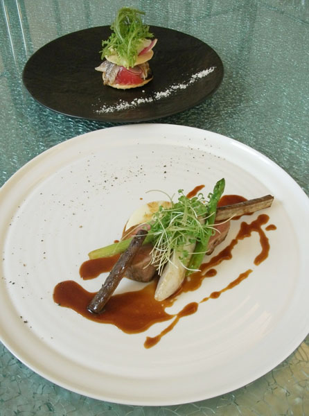 神戸ポークフィレ肉のアルロネーズ風ジャガイモのムース季節野菜(下)/(C)日刊ゲンダイ
