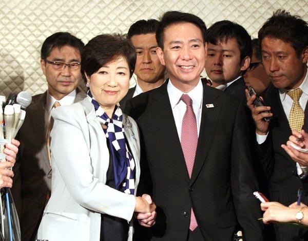 極右の茶番劇(C)日刊ゲンダイ