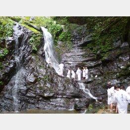 犬鳴山七宝瀧寺での修験体験(提供写真)