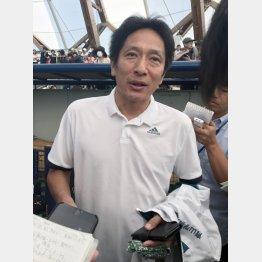 報道陣に囲まれる原監督(C)日刊ゲンダイ