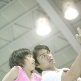 池谷氏から指導を受ける村上(2005年)