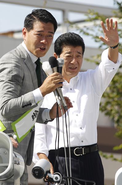 1区の長谷川豊氏(松井一郎日本維新の会代表と)/(C)日刊ゲンダイ