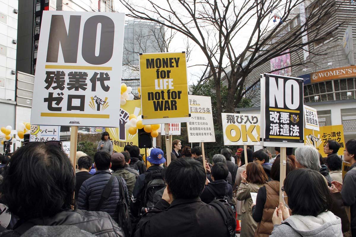 非正規労働者は上がりそう(写真は昨年、新宿で行われた市民団体エキタスの大行進)/(C)日刊ゲンダイ