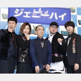 異色の新バンド「ジェニーハイ」をお披露目(C)日刊ゲンダイ