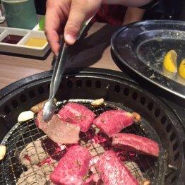 肉好きの間で論争 「1回返し」と「複数回返し」の差って?