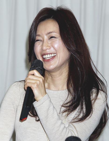 中華圏では「モンスター美魔女」と称される人気者(C)日刊ゲンダイ