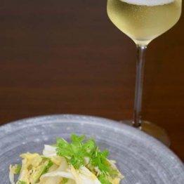 【クラゲと白菜のニンニク入りサラダ】白菜は芯の部分に繊細な甘み