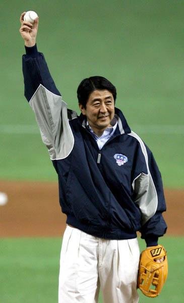 2006年には日米野球の開幕戦で始球式を(C)日刊ゲンダイ