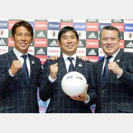 (左から)西野強化委員長、森保監督、田嶋幸三日本サッカー協会会長(C)日刊ゲンダイ