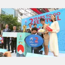「2 YEARS TO GO FESTIVAL オープニングセレモニー」は盛況だったが…(C)日刊ゲンダイ