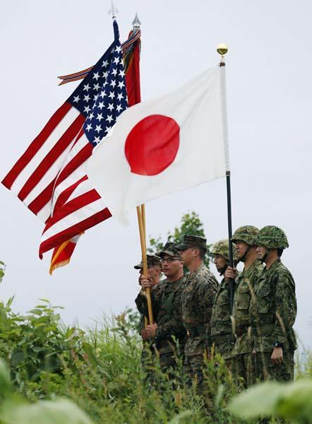 日米同盟と改憲のため…(C)共同通信社