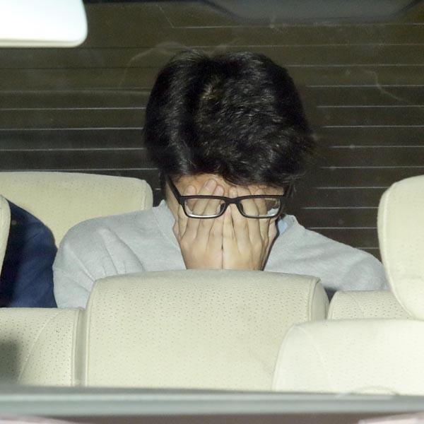 1日の朝、送検される白石隆浩容疑者(C)日刊ゲンダイ