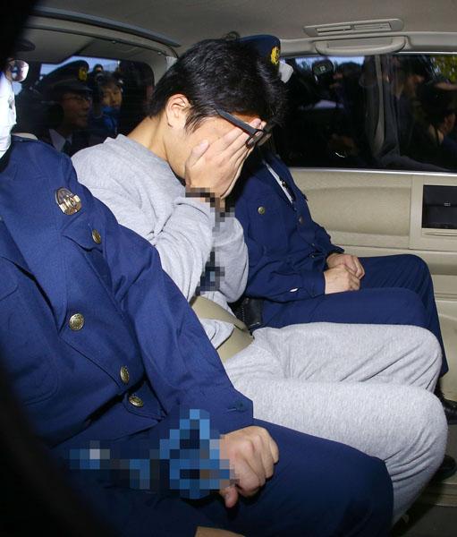 送検される白石容疑者(C)日刊ゲンダイ