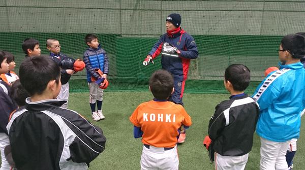 野球教室を行う加藤健氏(新潟アルビレックスBC提供)