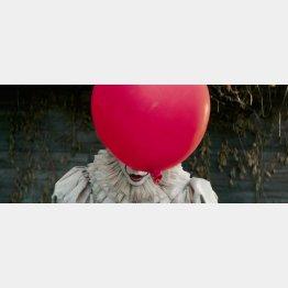 """映画「IT/イット""""それ""""が見えたら、終わり。」(C)2017 WARNER BROS. ENTERTAINMENT INC. AND RATPAC-DUNE ENTERTAINMENT LLC"""