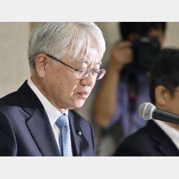 謝罪する神鋼の川崎社長(C)共同通信社
