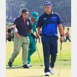 70歳ジャンボの介護ゴルフでは松山の闘争心も薄れてしまう(C)日刊ゲンダイ