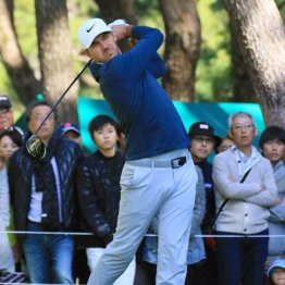 圧巻ゴルフで史上5人目の大会連覇