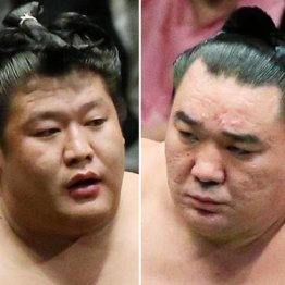 日馬富士(右)と貴ノ岩