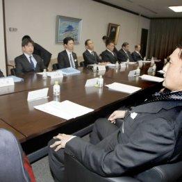 日本相撲協会理事会に出席した八角理事長と貴乃花親方
