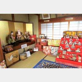 新潟県村上市では春は各戸がひな人形を公開(提供写真)