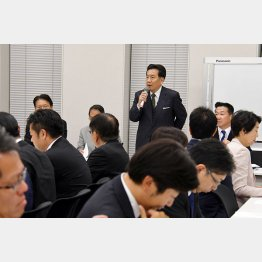 立憲民主党両院議員総会で挨拶する枝野幸男代表(C)日刊ゲンダイ