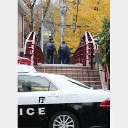 8日午前には現場検証が行われた(C)日刊ゲンダイ