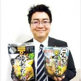 「〆まで美味しい」鍋つゆシリーズを手にMD本部商品企画部の森田さん(C)日刊ゲンダイ