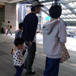 結局、子どもより金勘定(C)日刊ゲンダイ