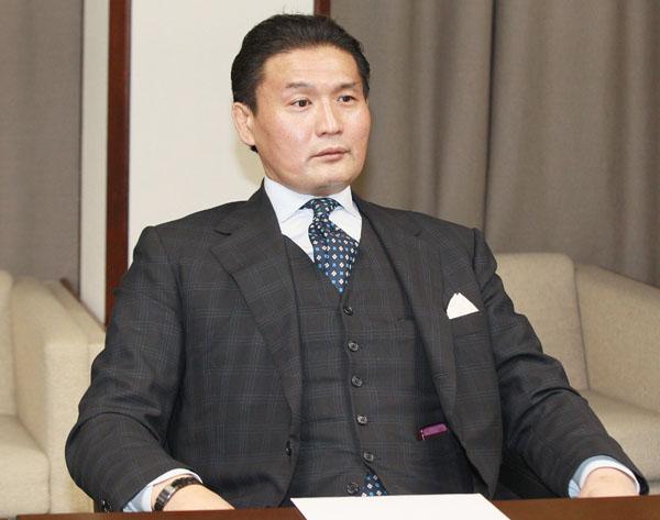 理事のイスに未練タラタラ(C)日刊ゲンダイ