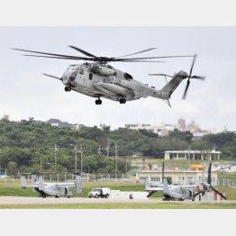 飛行を再開した米軍のCH53Eヘリコプター(C)共同通信社